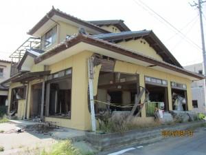 倒壊寸前の家屋